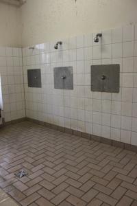 Dusche im Heim Calmbergstraße. Foto: Dossier