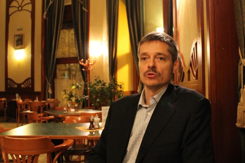 Szabolcs Kerék-Bárczy im Szabadság Kávéház (Café Freiheit), Budapest