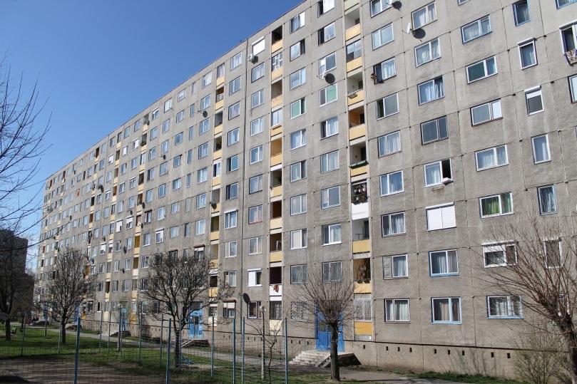 In diesem Ózder Plattenbau wohnt Zoltánné Szőcs. Auch das örtliche Jobbik-Büro befindet sich hier